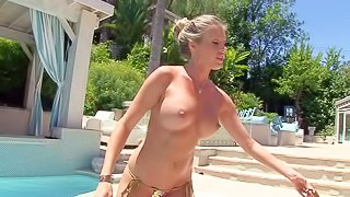 Super sexy busty blonde Samantha Saint shows every inch of her amazing body after she loses her bikini in the pool. Blonde exposes her big fake tits, hot ass and smooth wet pussy in the sun, all for your viewing enjoyment